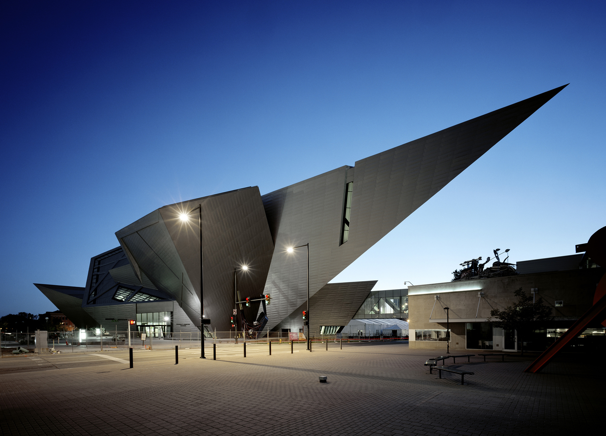 Extension to the denver art museum frederic c hamilton for Daniel libeskind architectural style