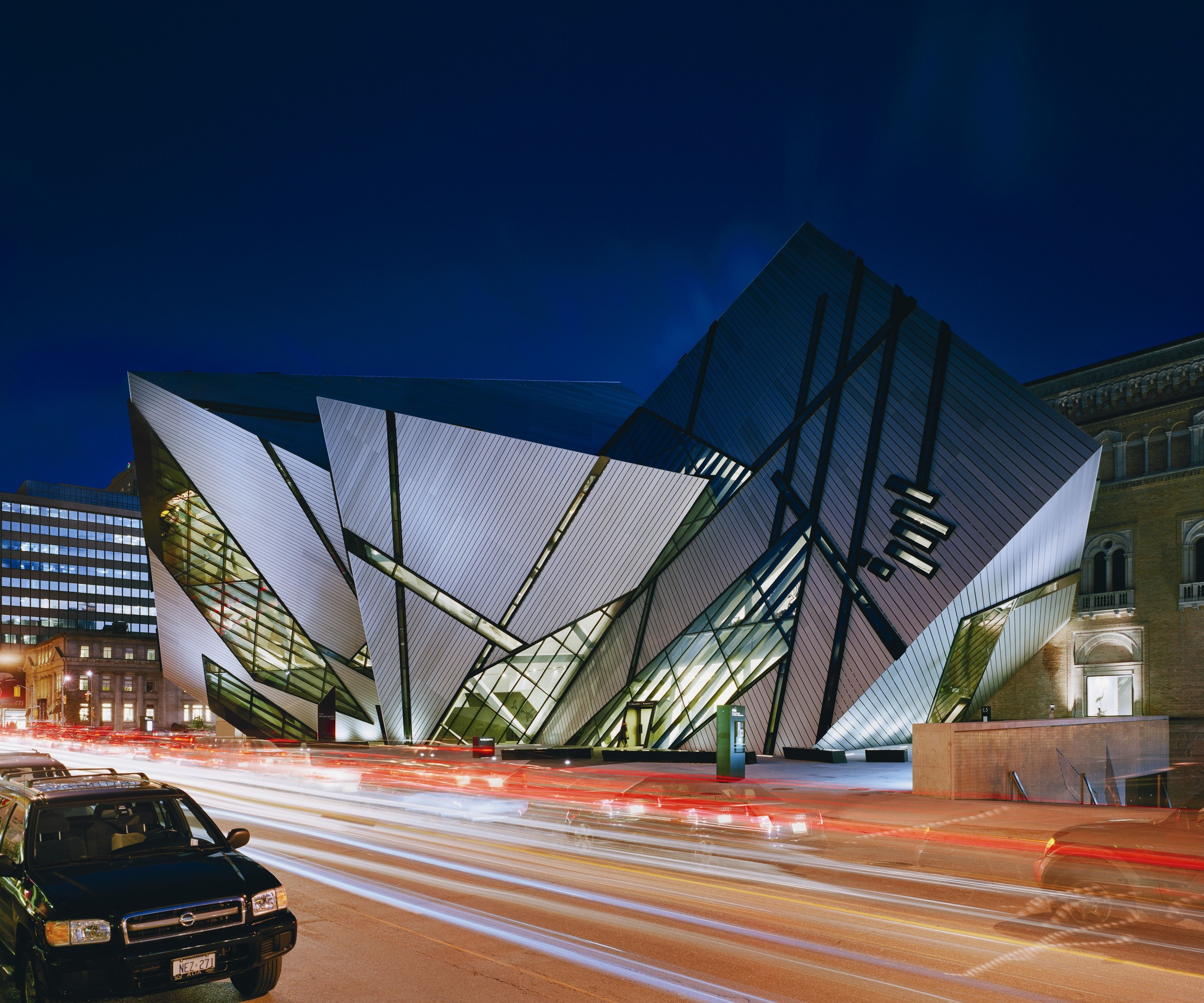Royal ontario museum libeskind for Studio v architecture