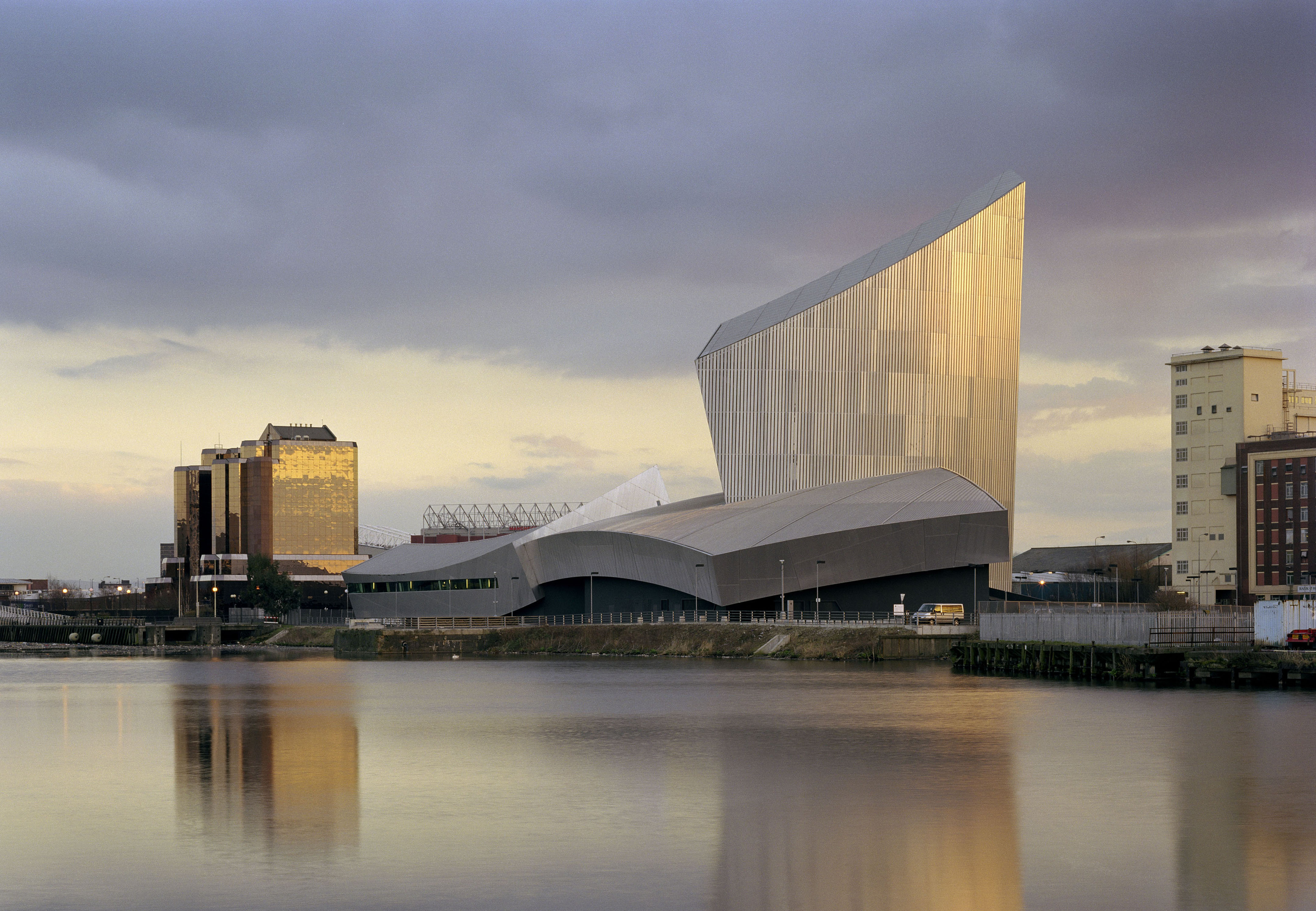 Imperial war museum north libeskind for Design manchester